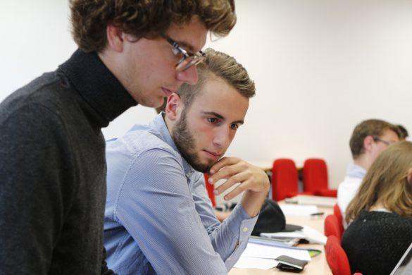 étudiants en master finance FGES